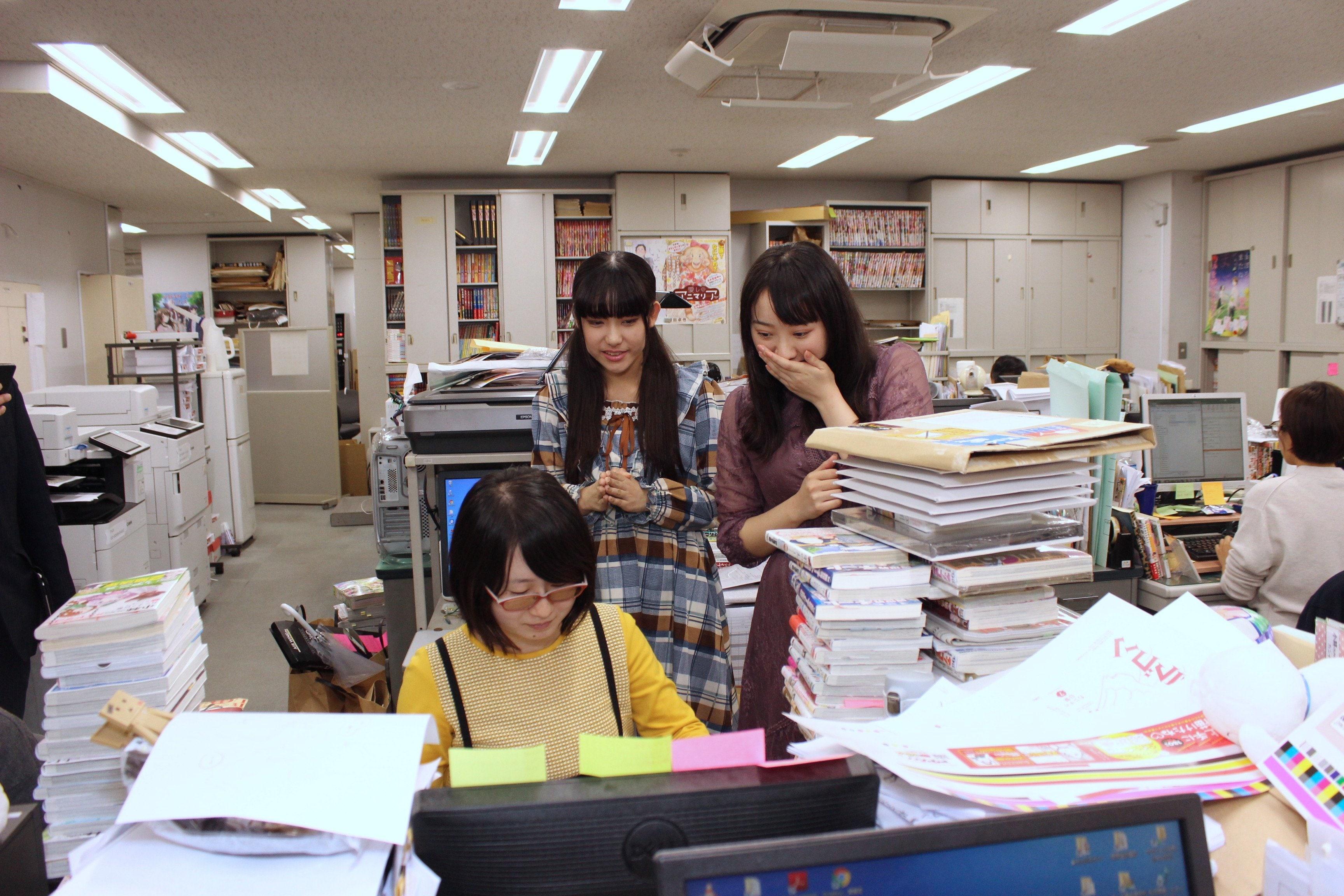 A応P・堤雪菜&工藤ひなきが『つぐもも』編集部を訪問! BL漫画の生ネームに興奮!の画像003