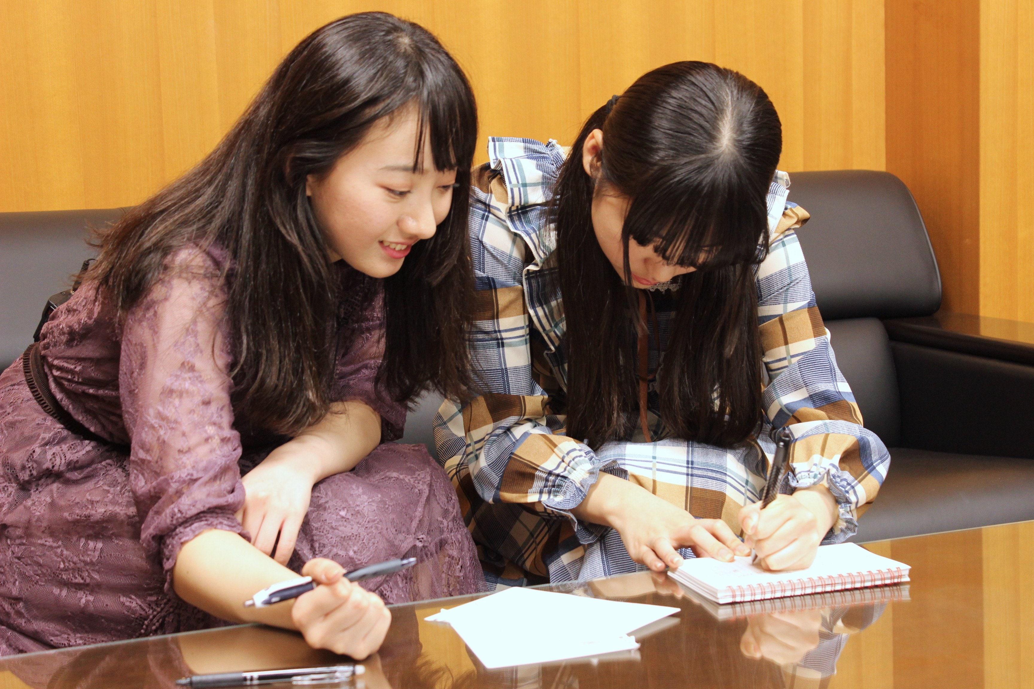 A応P・堤雪菜&工藤ひなきが『つぐもも』編集部を訪問! BL漫画の生ネームに興奮!の画像006