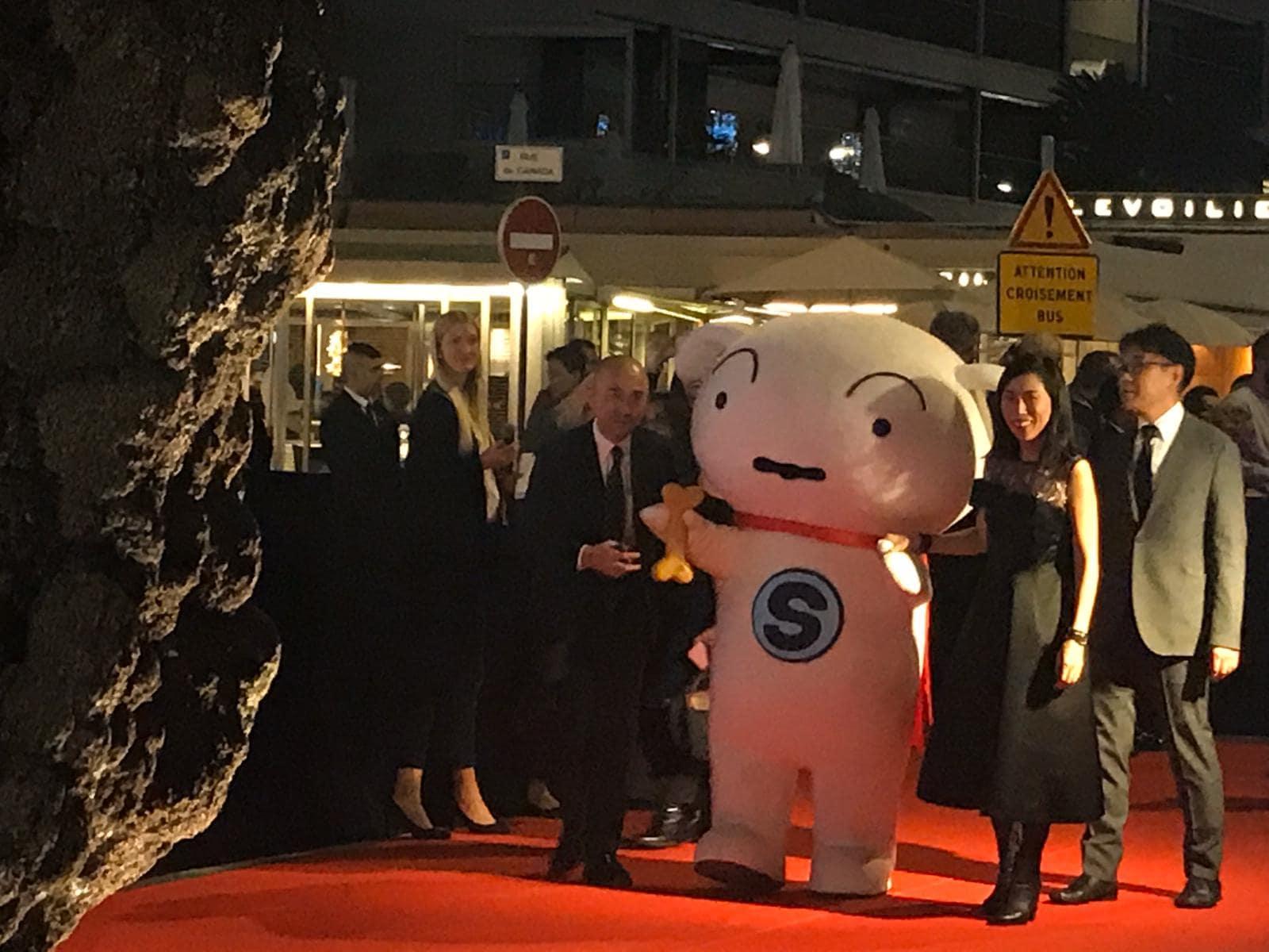 『クレヨンしんちゃん』野原家・シロがカンヌのレッドカーペットを歩く!の画像002